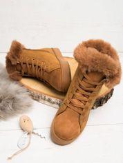 Camelowe buty sportowe z ozdobnym futrzanym kołnierzykiem