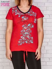 Ciemnokoralowy t-shirt z kwiatowym nadrukiem PLUS SIZE