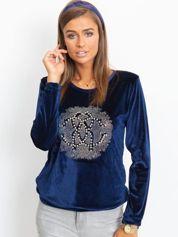 Ciemnoniebieska aksamitna bluza damska z aplikacją