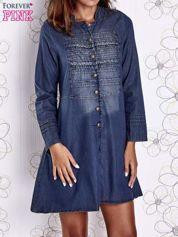 Ciemnoniebieska sukienka jeansowa z plecionymi elementami