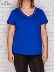 Ciemnoniebieski t-shirt z trójkątnym dekoltem PLUS SIZE