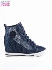 Ciemnoniebieskie ażurowe sneakersy na koturnie
