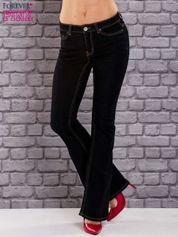 Ciemnoniebieskie jeansowe spodnie dzwony z przetarciami