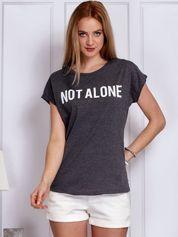 Ciemnoszary t-shirt damski z napisem NOT ALONE
