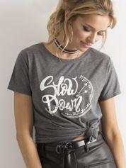 Ciemnoszary t-shirt z nadrukiem i cyrkoniami
