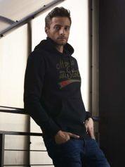 Czarna bluza męska z kapturem i naszywkami