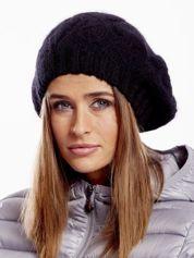 Czarna czapka dzianinowa