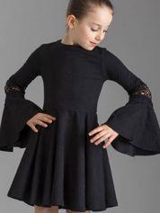 Czarna sukienka dla dziewczynki z szerokimi rękawami