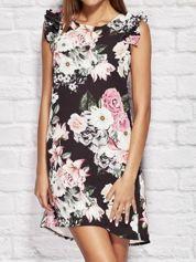 Czarna sukienka koktajlowa w kwiaty z falbankami