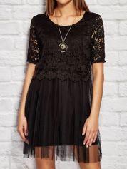 Czarna sukienka wieczorowa z koronkową górą