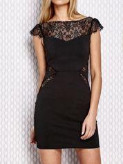 Czarna sukienka z koronowymi wstawkami