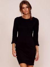 Czarna sukienka z rozszerzanymi rękawami