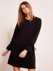 Czarna sukienka z wiązanymi rękawami