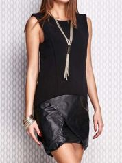 Czarna sukienka ze skórzanym wykończeniem
