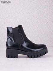Czarne botki na traktorowej podeszwie z gumkami po bokach