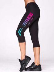 Czarne krótkie legginsy sportowe z fitnessowym nadrukiem