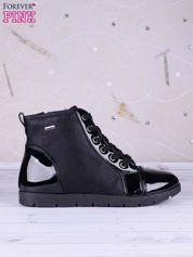 Czarne sneakersy ze skóry z lakierowanymi wstawkami po bokach i z przodu