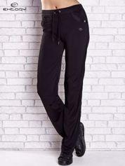 Czarne spodnie dresowe z aplikacjami z dżetów PLUS SIZE