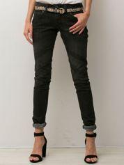 Czarne spodnie jeansowe z przetarciami