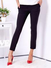 Czarne spodnie w drobne paski