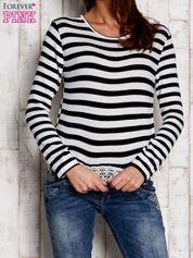 Czarno-biała bluzka w paski z koronką