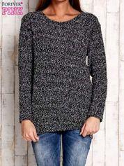 Czarno-biały sweter bouclé