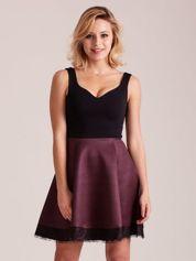 Czarno-bordowa sukienka z dołem w paski