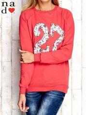 Czerwona bluza z cyfrą 27