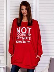 Czerwona bluza z napisem