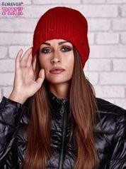 Czerwona czapka z kryształkami