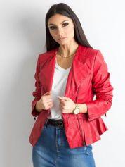 Czerwona kurtka ze skóry ekologicznej