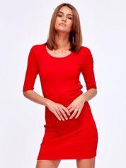 Czerwona prążkowana sukienka z kółeczkami