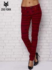 Czerwone spodnie w azteckie wzory