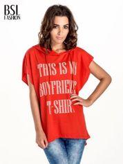 Czerwony t-shirt z kapturem w stylu boyfriend