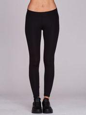 Długie czarne legginsy sportowe o średniej grubości