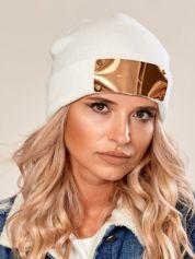 Ecru wywijana czapka ze złotą blaszką