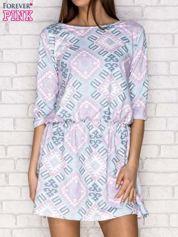 Fioletowa sukienka dzienna w geometryczne wzory