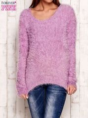Fioletowy sweter z długim włosem
