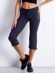 Grafitowe spodnie dresowe capri z boczną kieszonką