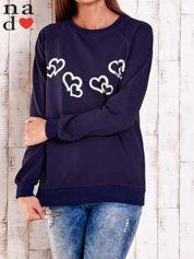 Granatowa bluza z motywem serduszek
