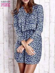 Granatowa denimowa sukienka z graficznym nadrukiem