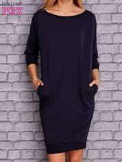 Granatowa sukienka oversize ze ściągaczem