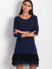 Granatowa sukienka z tiulem i koronkową falbaną