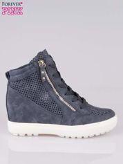 Granatowe sneakersy damskie z siateczką