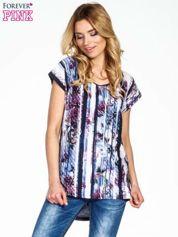 Granatowy t-shirt we wzór kwiatowy