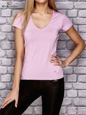 Jasnofioletowy t-shirt sportowy z dekoltem U