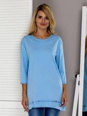 Jasnoniebieska bluza z surowym wykończeniem