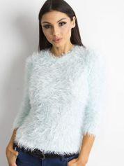 Jasnoniebieski sweter z długim włosem i cekinami
