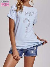 Jasnoniebieski t-shirt z aplikacją z dżetów WHAT?