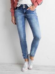 Jasnoniebieskie jeansy
